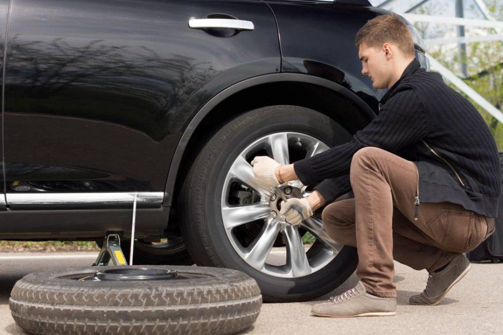 como-cambiar-una-rueda-de-coche